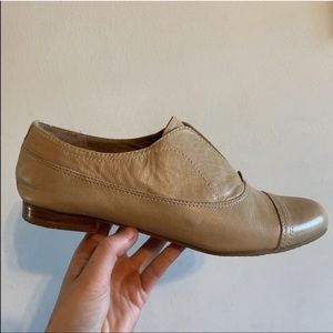 AUDREY BROOKE TAN LOAFERS SIZE 7